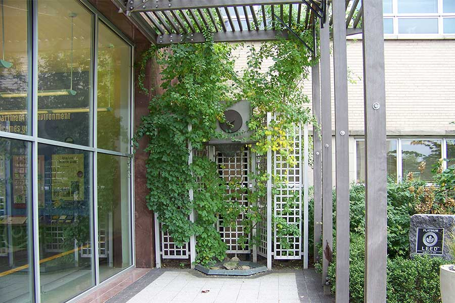 Duroweld_ProjectImages_CHICAGO-CENTER-FOR-GREEN-TECHNOLOGY-ALUMINUM-TRELLIS-AND-BRONZE-FOUNTAIN1_900x600