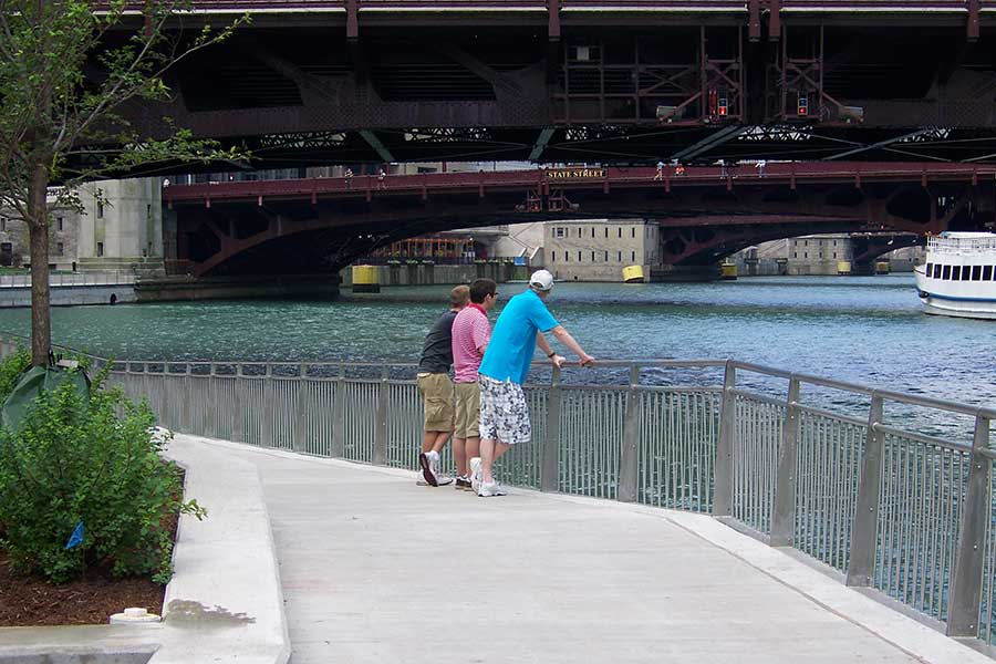 Duroweld_ProjectImages_CHICAGO-RIVERWALK-STAINLESS-STEEL-RAILING-&-SIGNAGE1_900x600