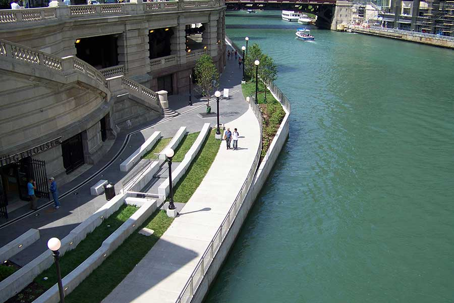 Duroweld_ProjectImages_CHICAGO-RIVERWALK-STAINLESS-STEEL-RAILING-&-SIGNAGE4_900x600