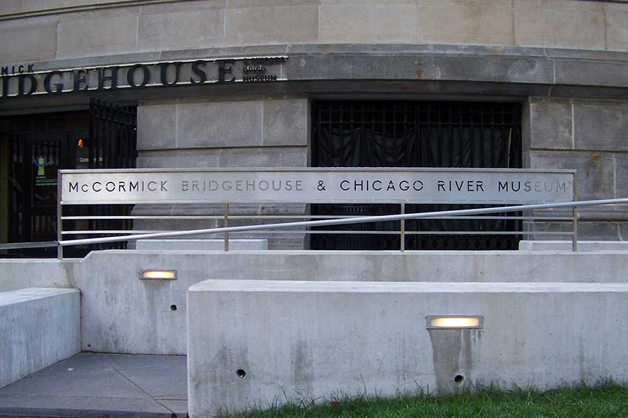 Duroweld_ProjectImages_MCCORMICK-BRIDGEHOUSE-&-CHICAGO-RIVER-MUSEUM-RETAIL-SIGNAGE1_900x600