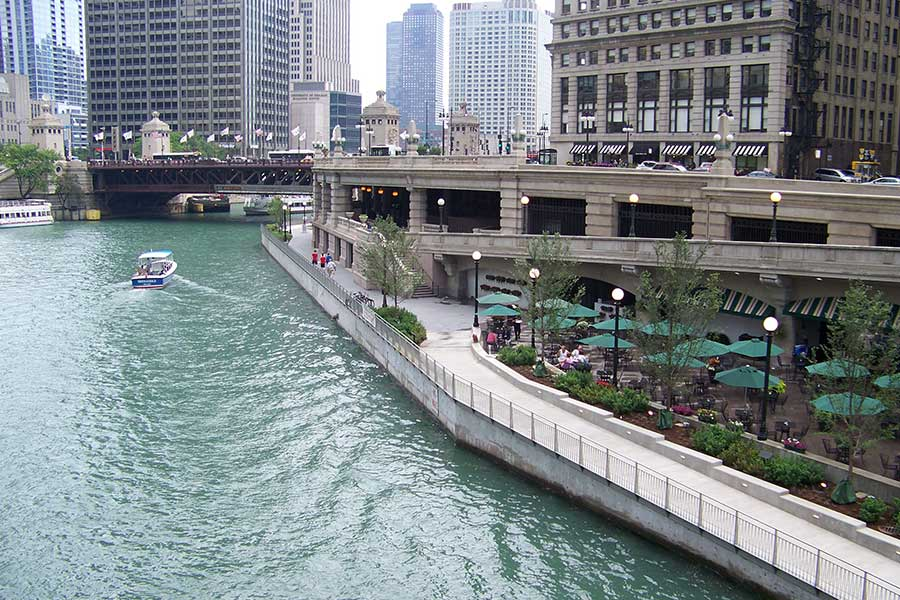 Duroweld_ProjectImages_CHICAGO-RIVERWALK-STAINLESS-STEEL-RAILING-&-SIGNAGE2_900x600