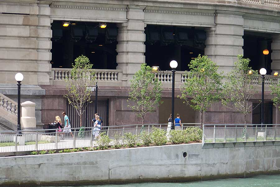 Duroweld_ProjectImages_CHICAGO-RIVERWALK-STAINLESS-STEEL-RAILING-&-SIGNAGE5_900x600
